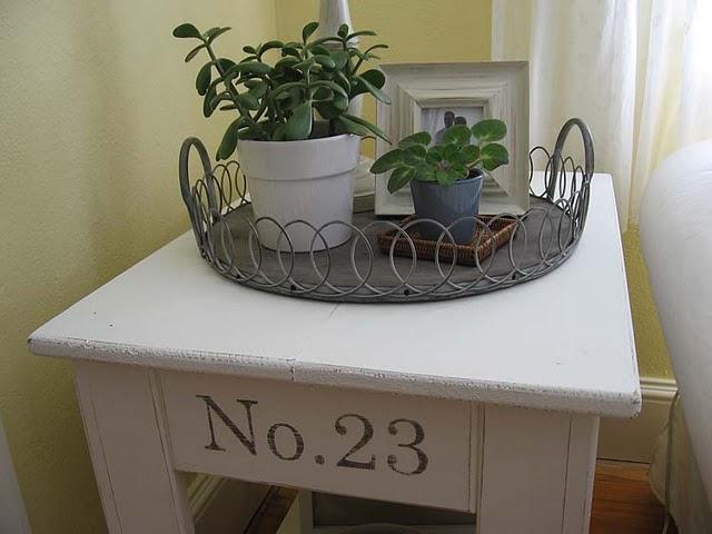 http://1.bp.blogspot.com/_YO_dzaF7KvY/TGw1eo9QHrI/AAAAAAAABr0/snpNR-fMN90/s1600/Side+Table+Makeover+9.jpg