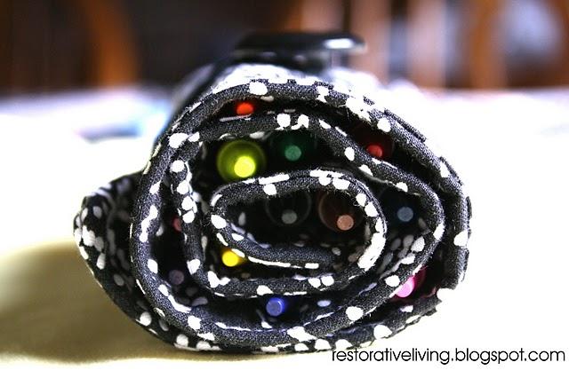 http://2.bp.blogspot.com/_nJUXOdrrwCg/TBZWGB7x4KI/AAAAAAAAATQ/Ad0GZr1Osls/s1600/rolled+up_crayon+roll.jpg
