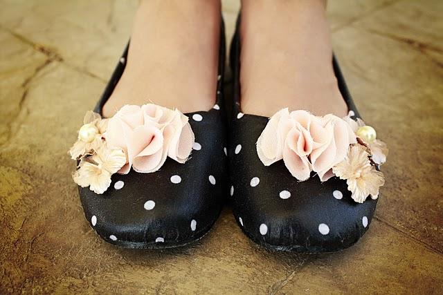 http://4.bp.blogspot.com/_WXDe73wGZSU/TKtnb3HrN3I/AAAAAAAAAEk/p1nNQsSFIQU/s1600/shoes.jpg
